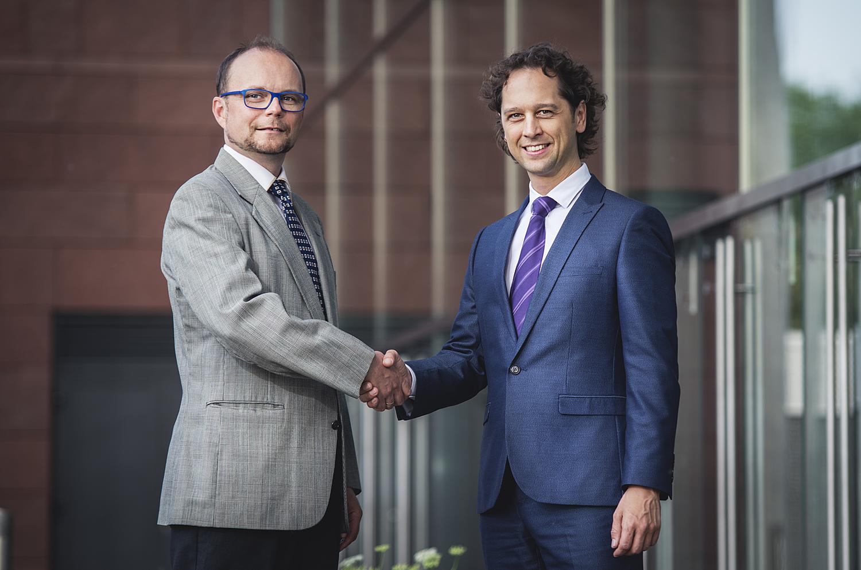 Ing. Marek Brabec (CEO, virtual-zoom) & Ing. Jaromír Pažout (Country Manažer Bookassist)